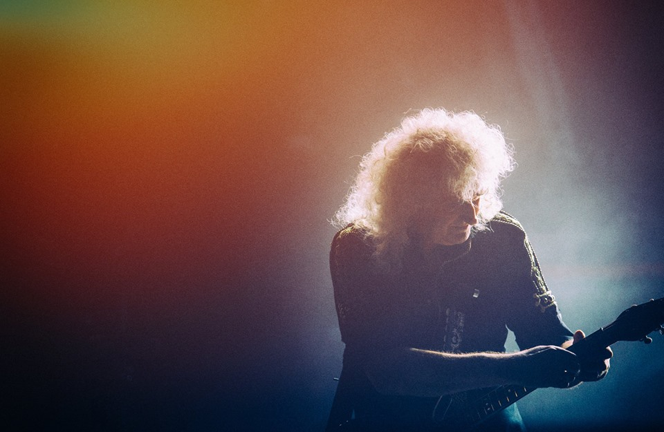 Brain May, guitarist of Queen, tapping on the neck of his guitar