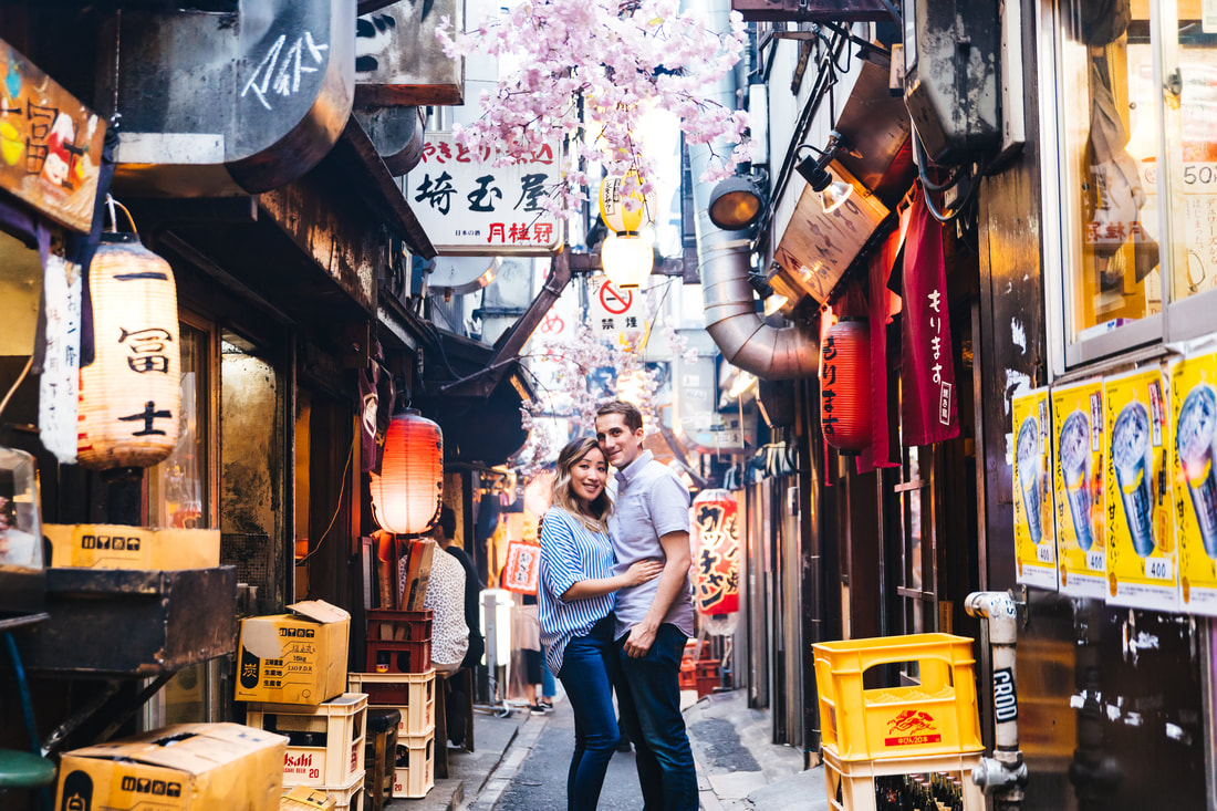 couples portrait in Omode Yokocho